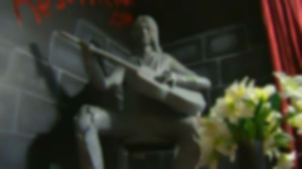 Kurt Cobain statue unveiled in hometown of Aberdeen, Washington