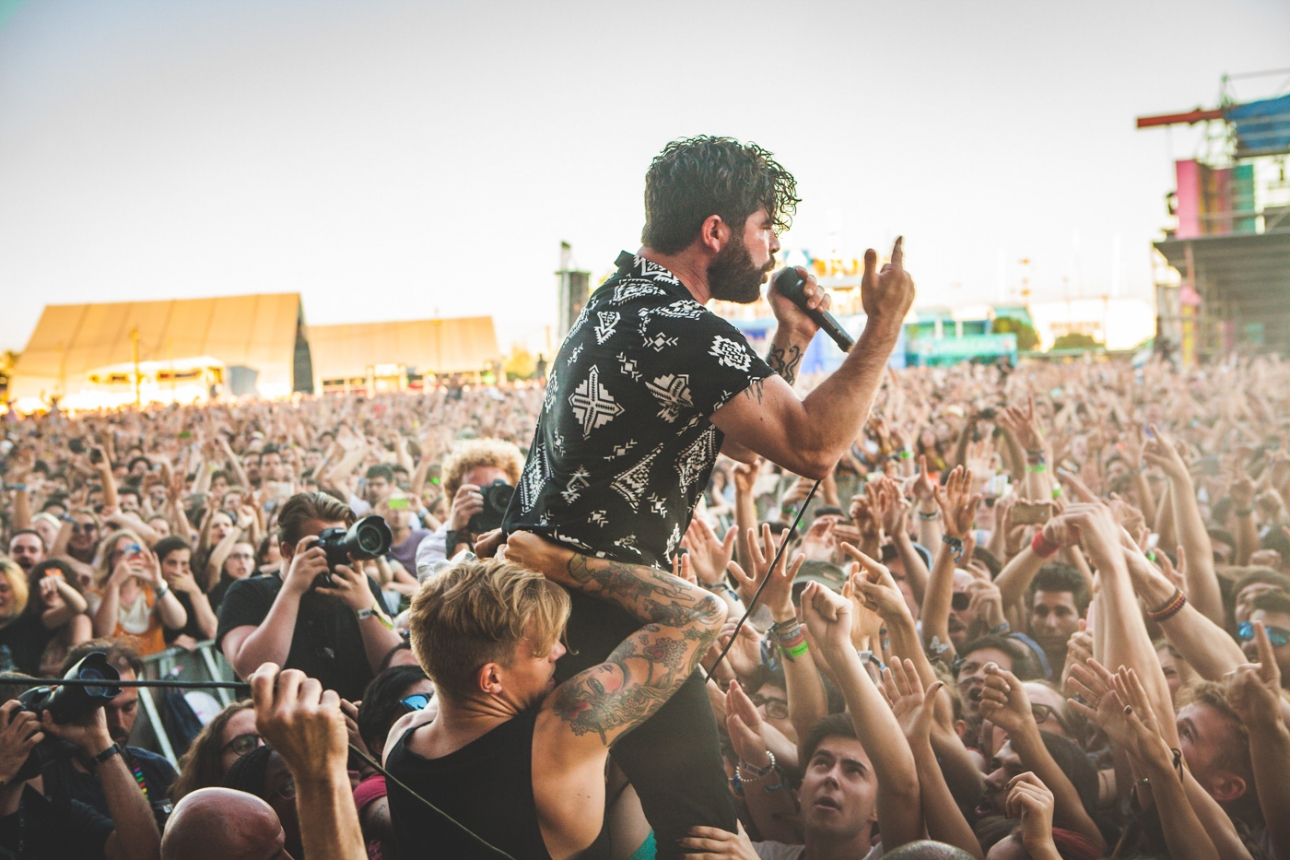 """Foals confirm mysterious envelopes are lyrics to first single """"Exits"""""""