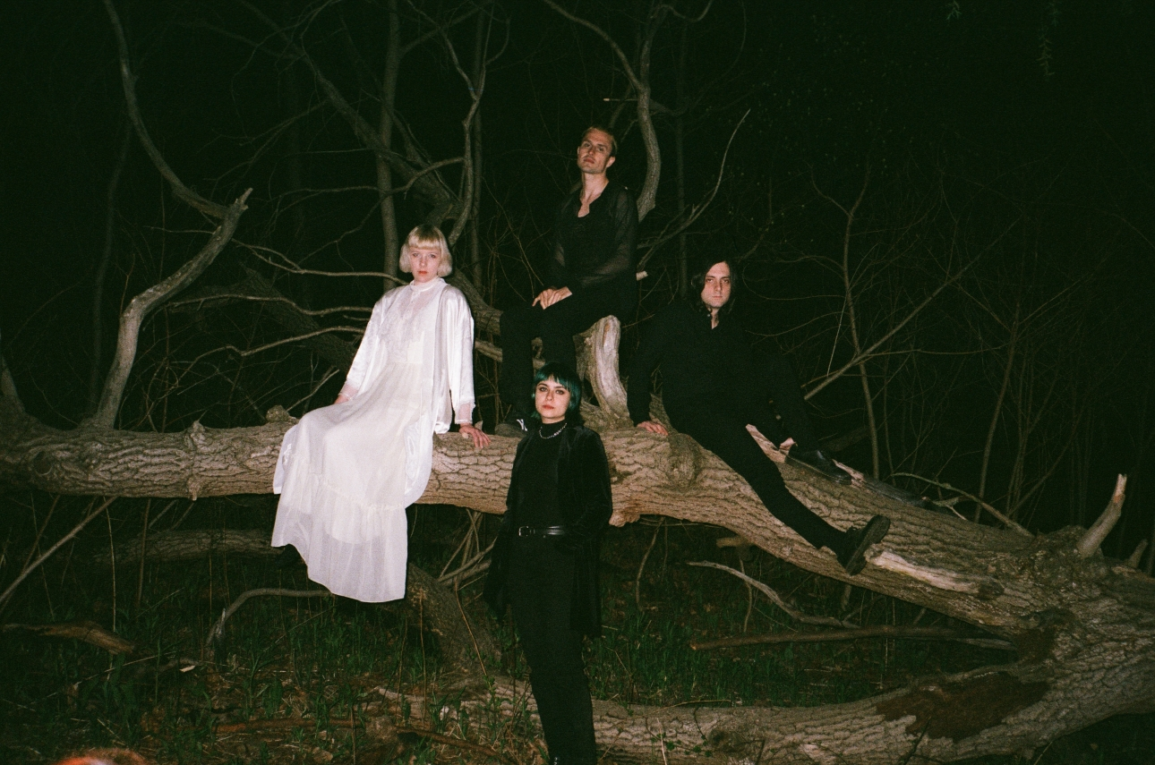 Dilly Dally debut new songs, Live in London