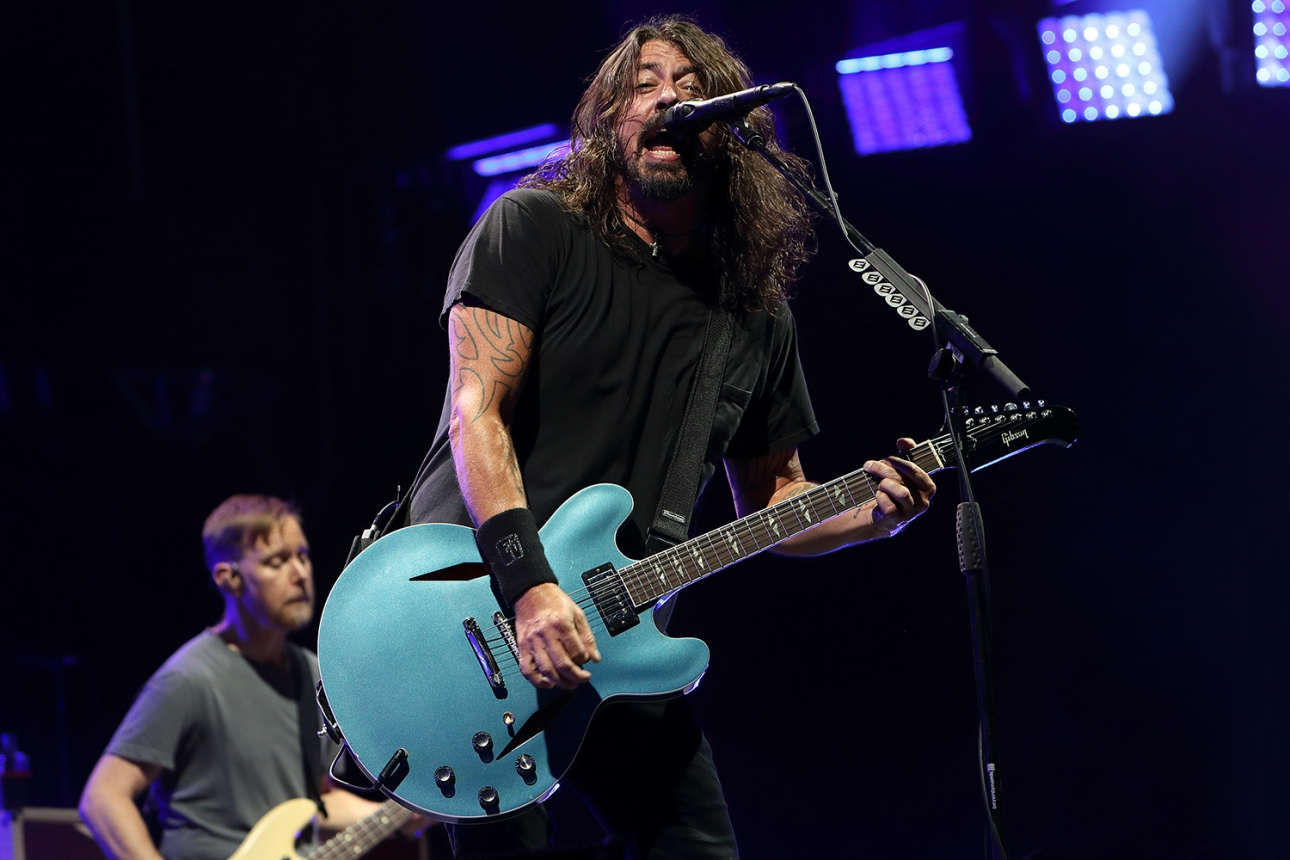 Foo Fighters сделали кавер на песню Bee Gees «You Should Be Dancing» для BBC Radio 2