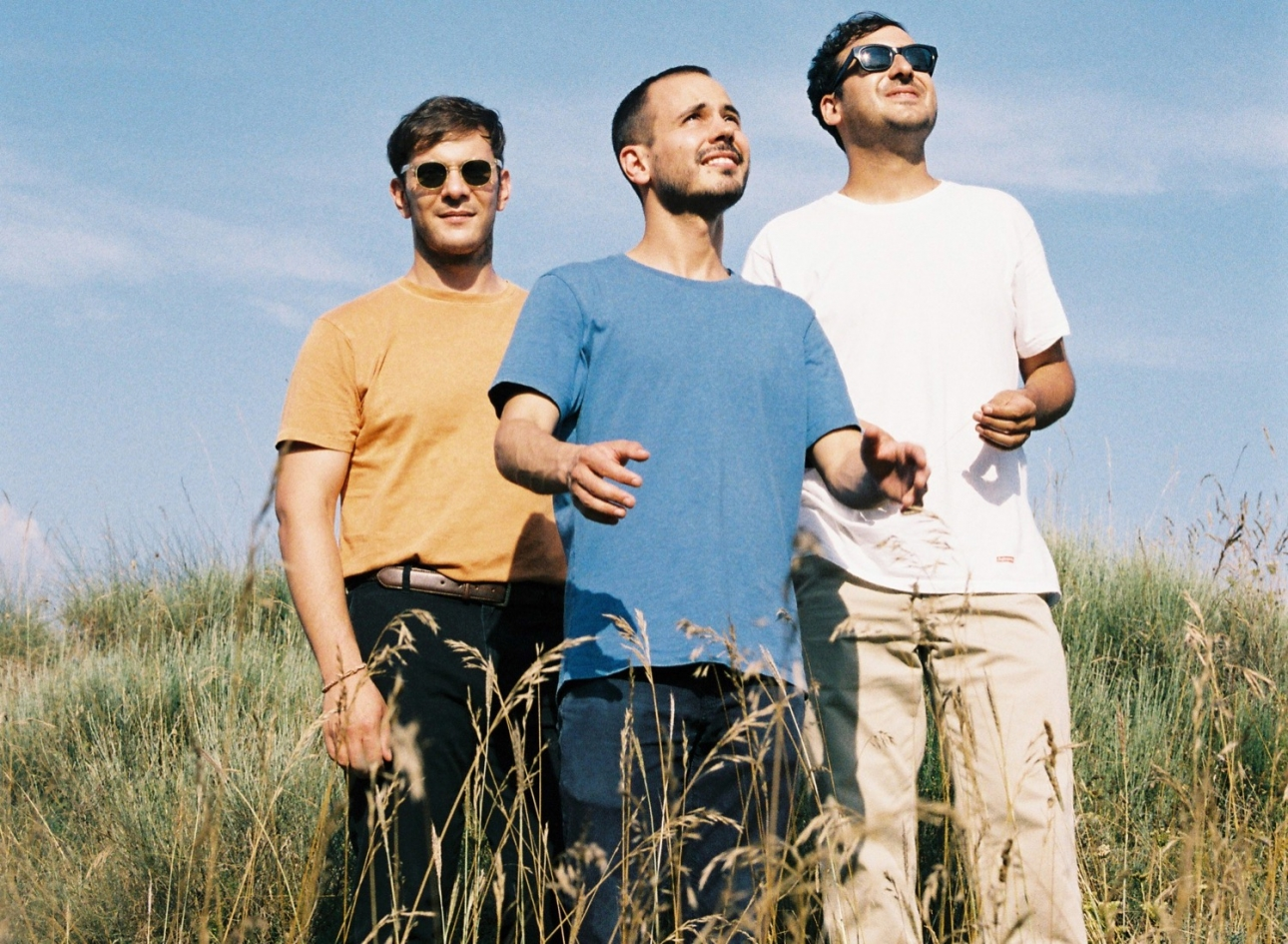 """Catalan trio Furguson drop the gloriously chaotic scatter-pop """"Crystalline"""""""