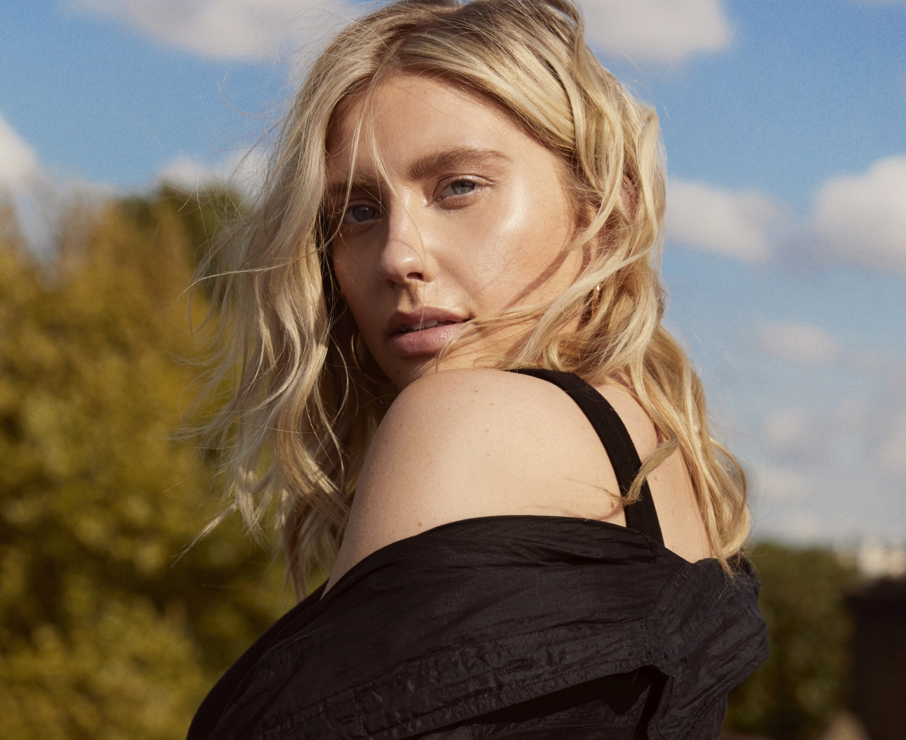"""Watch Ella Henderson perform """"Glorious"""" in session as she drops first new solo material in 4 years"""