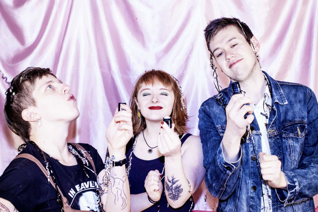 "Boisterous pop-punk trio Gaffa Tape Sandy release their second single ""So Dry"""