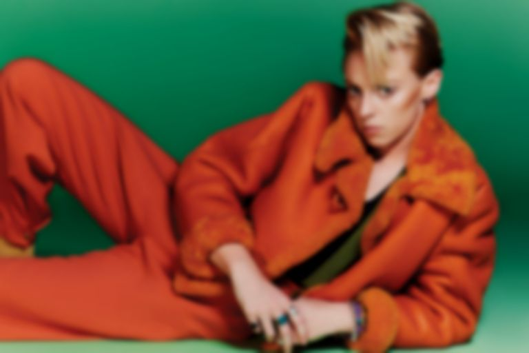 "La Roux unveils glitchy teaser for new single ""Gullible Fool"""