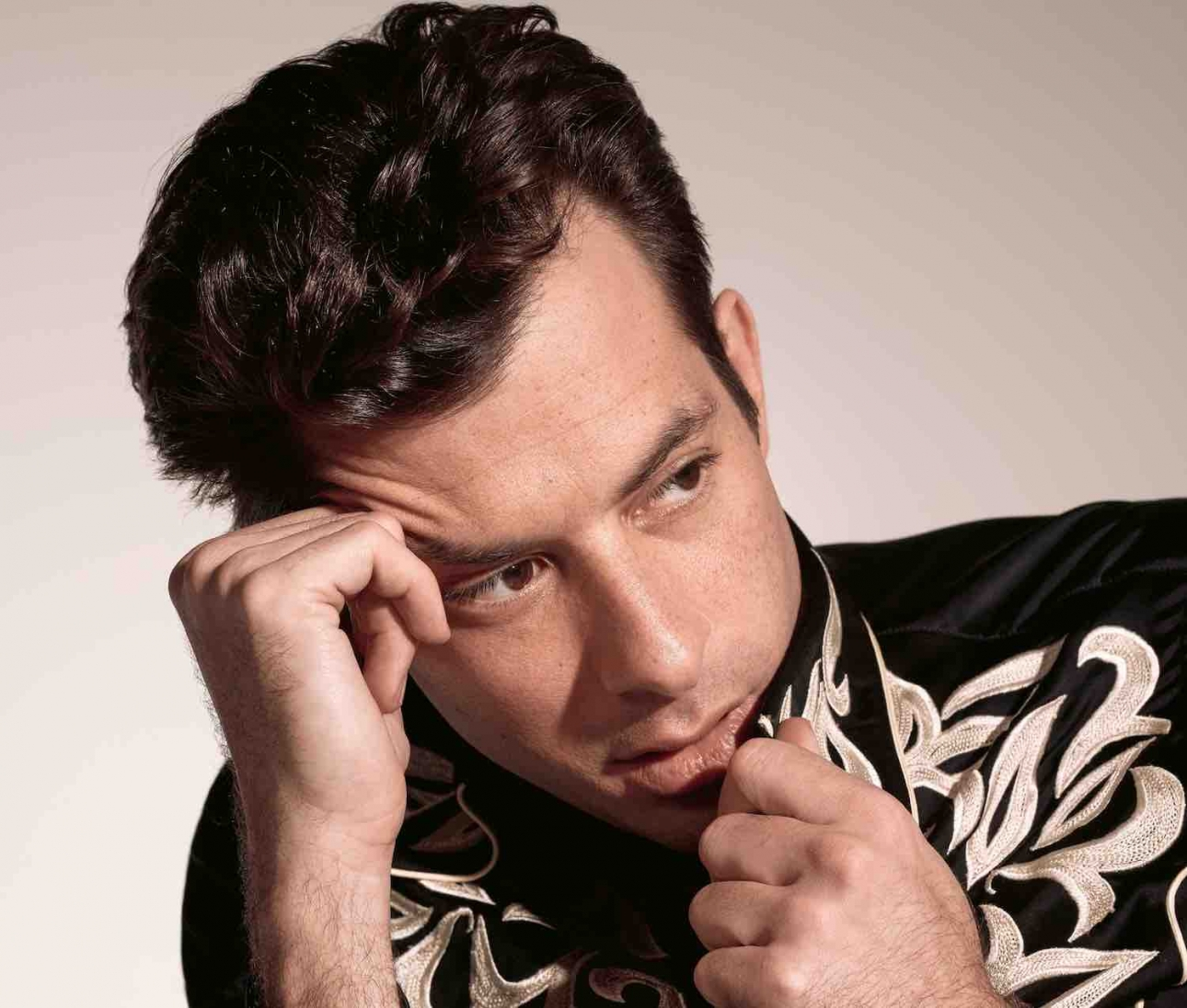 "Mark Ronson shares new YEBBA collaboration ""Don't Leave Me Lonely"""