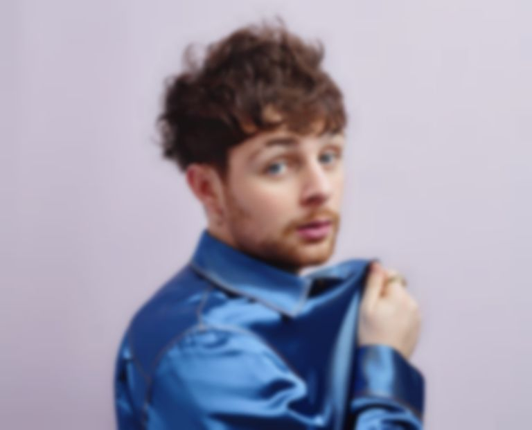Tom Grennan offers to walk dogs and deliver food to the elderly during coronavirus pandemic
