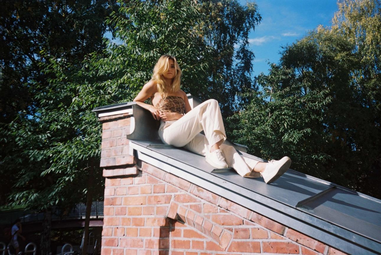 Норвежский исполнитель дрим-попа Yndling дебютирует с медово-сладким «Childish Fear»