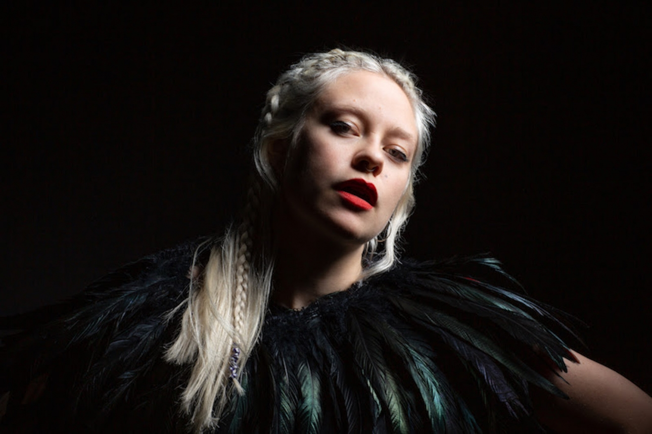 """Anna B Savage signs to City Slang and returns with first single in five years """"Chelsea Hotel #3"""""""