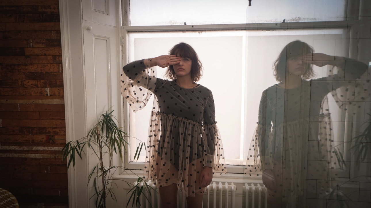 """Glasgow's Emme Woods proclaims her brooding independence on """"kill yer darlin"""""""