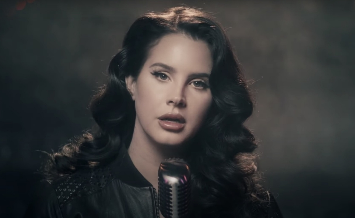 """Lana Del Rey clarifies comments about Trump, says they were taken """"out of context"""""""