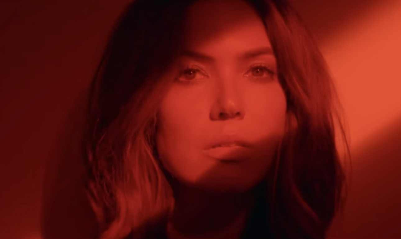 """Mandy Moore drops first new song in a decade """"When I Wasn't Watching"""""""