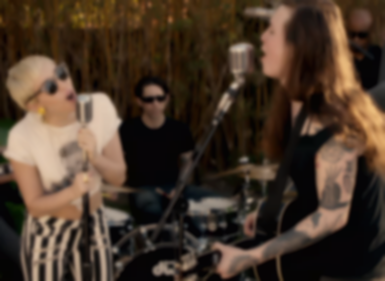 Miley Cyrus Performs With Melanie Safka And Against Me S Laura Jane Grace