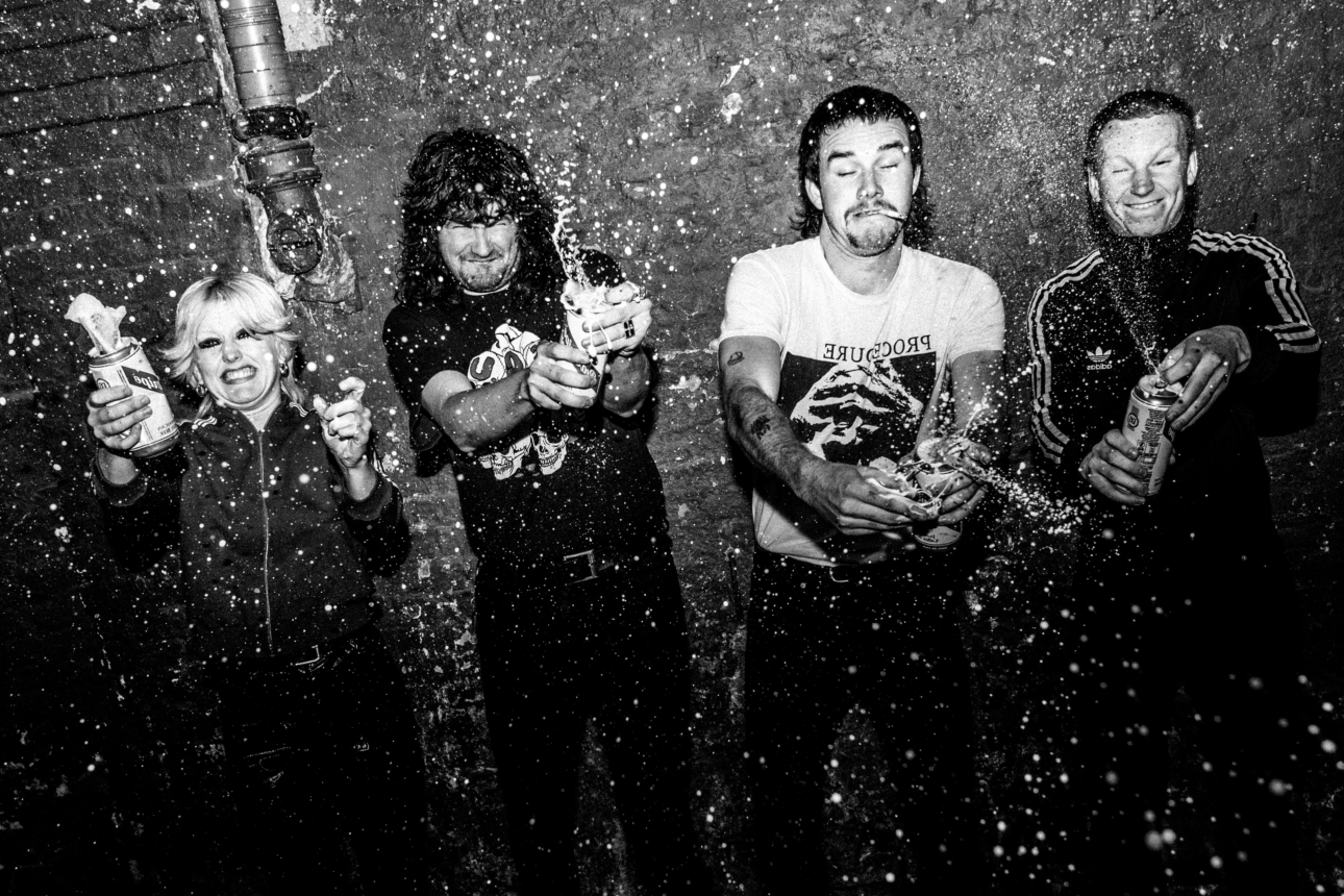 """Amyl and The Sniffers unveil ferocious new single """"Gacked on Anger"""""""