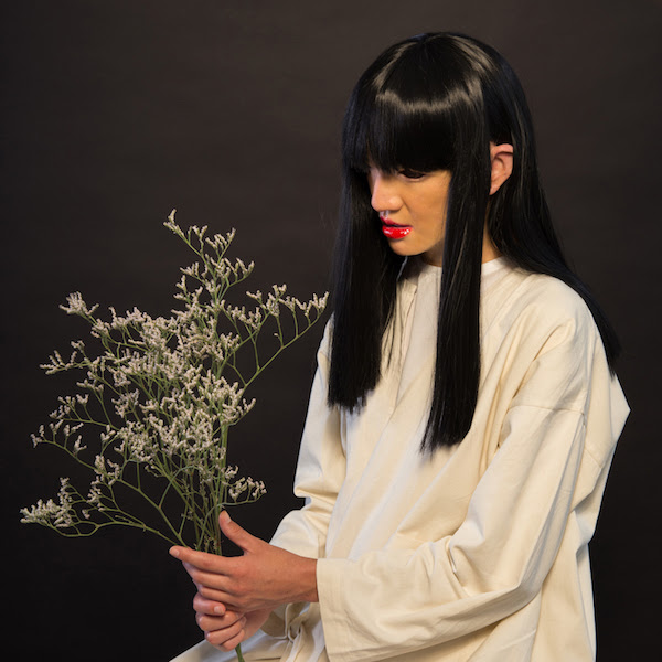Sui Zhen's Losing, Linda is a beguiling conversation between the futuristic and the traditional